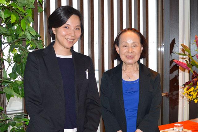 画像左 肉の松阪 若女将 北川 弥生 様 画像右 肉の松阪 取締役 女将 北川 八重子 様