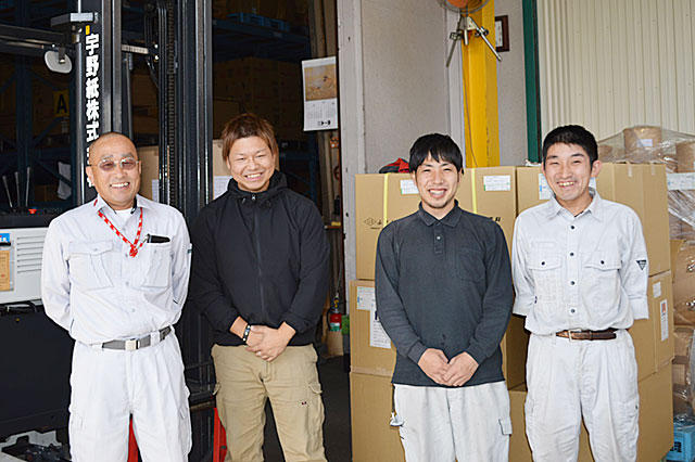 画像左から 都島配送センター 課長 森元 正文 様、深田さん、従業員様